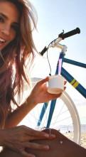 Красивая девушка на велосипеде обои (7)