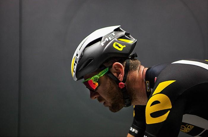 Велосипедный шлем MET Manta 2016 вид сбоку
