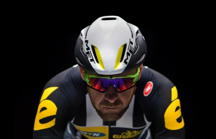 Велосипедный шлем MET Manta 2016 вид спереди
