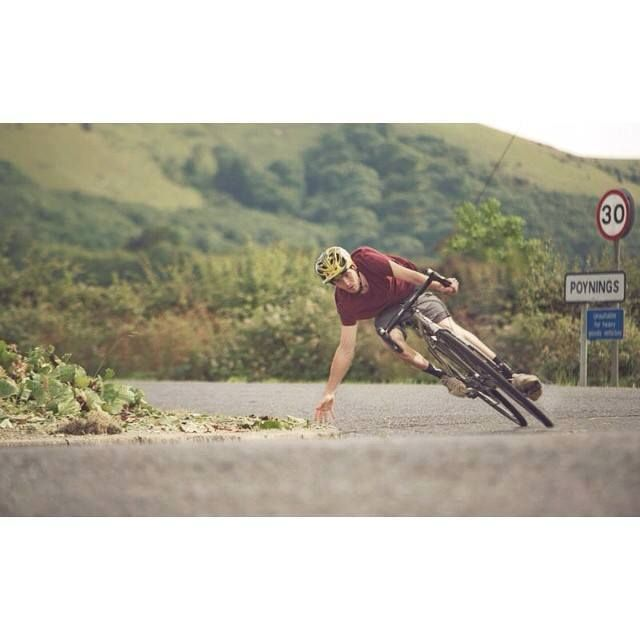 Как правильно входить в поворот на шоссейном велосипеде