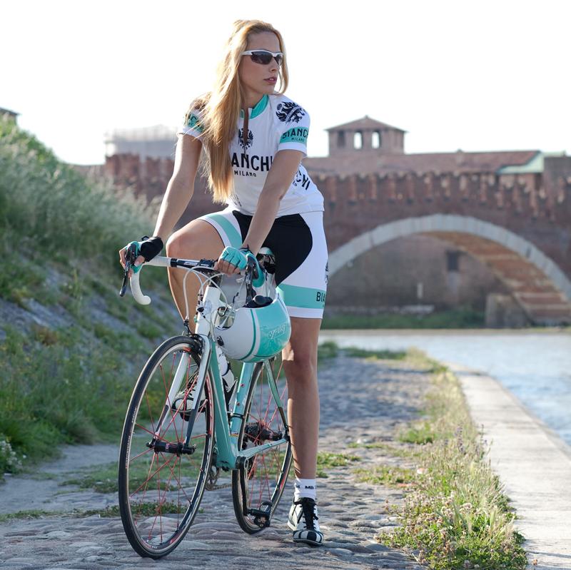 велосипедистка  девушка