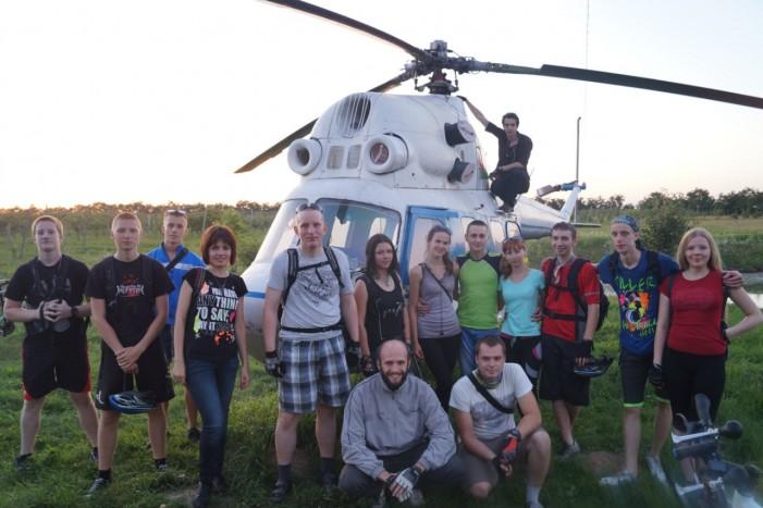 проникли внутрь вертолета)