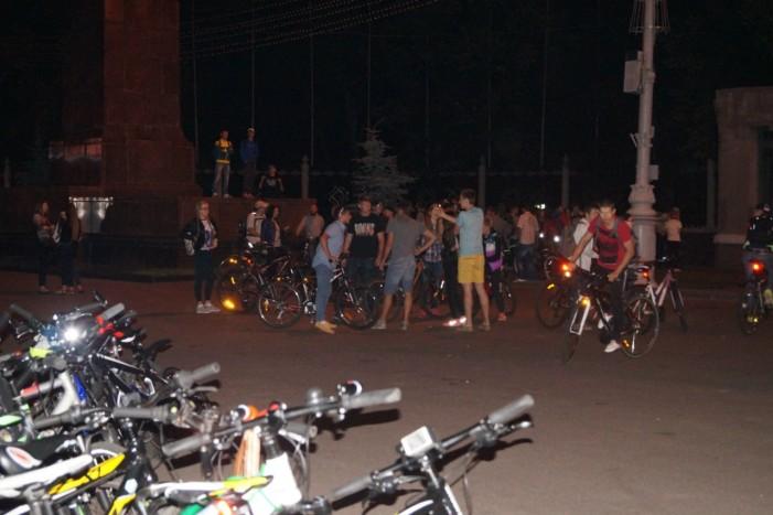 сбор на ночную велопокатушку всего города