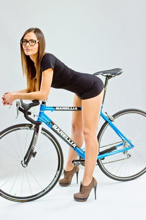 шоссейный велосипед и девушка (2)