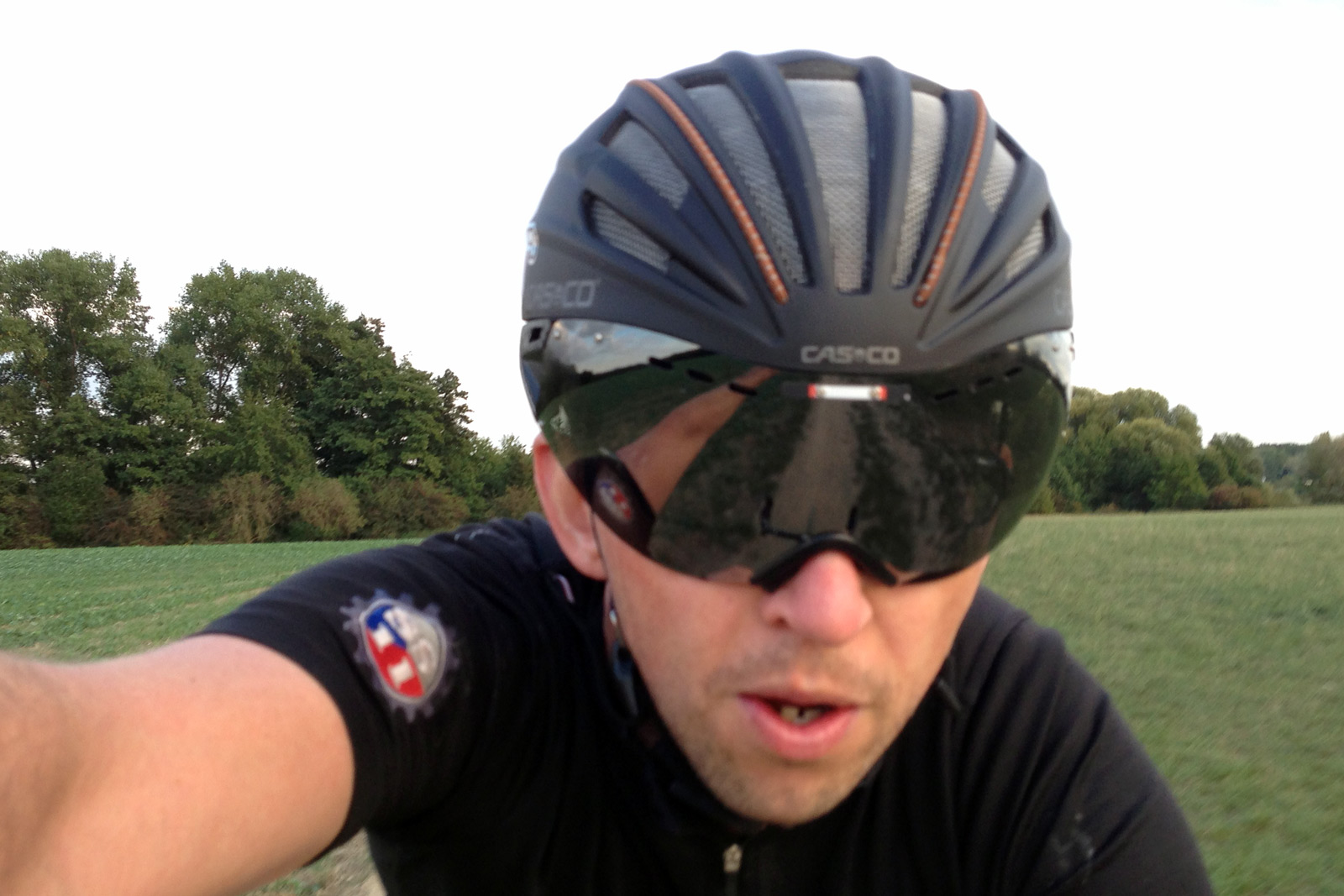 Casco_Speed-Airo-TCS-aero-road-helmet_trail-selfie