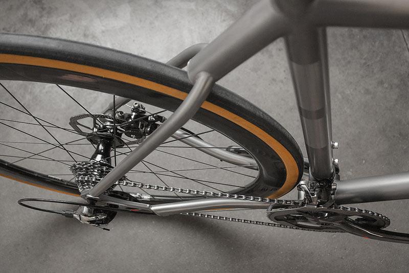 TwinSix-Standard-Road-titanium-08