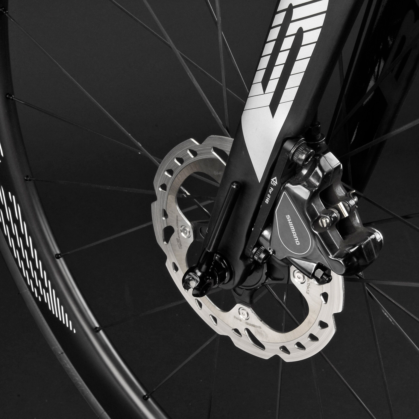 BH-Bikes_G7-Disc_aero_disc-brake_road-bike_fork-brake-detail