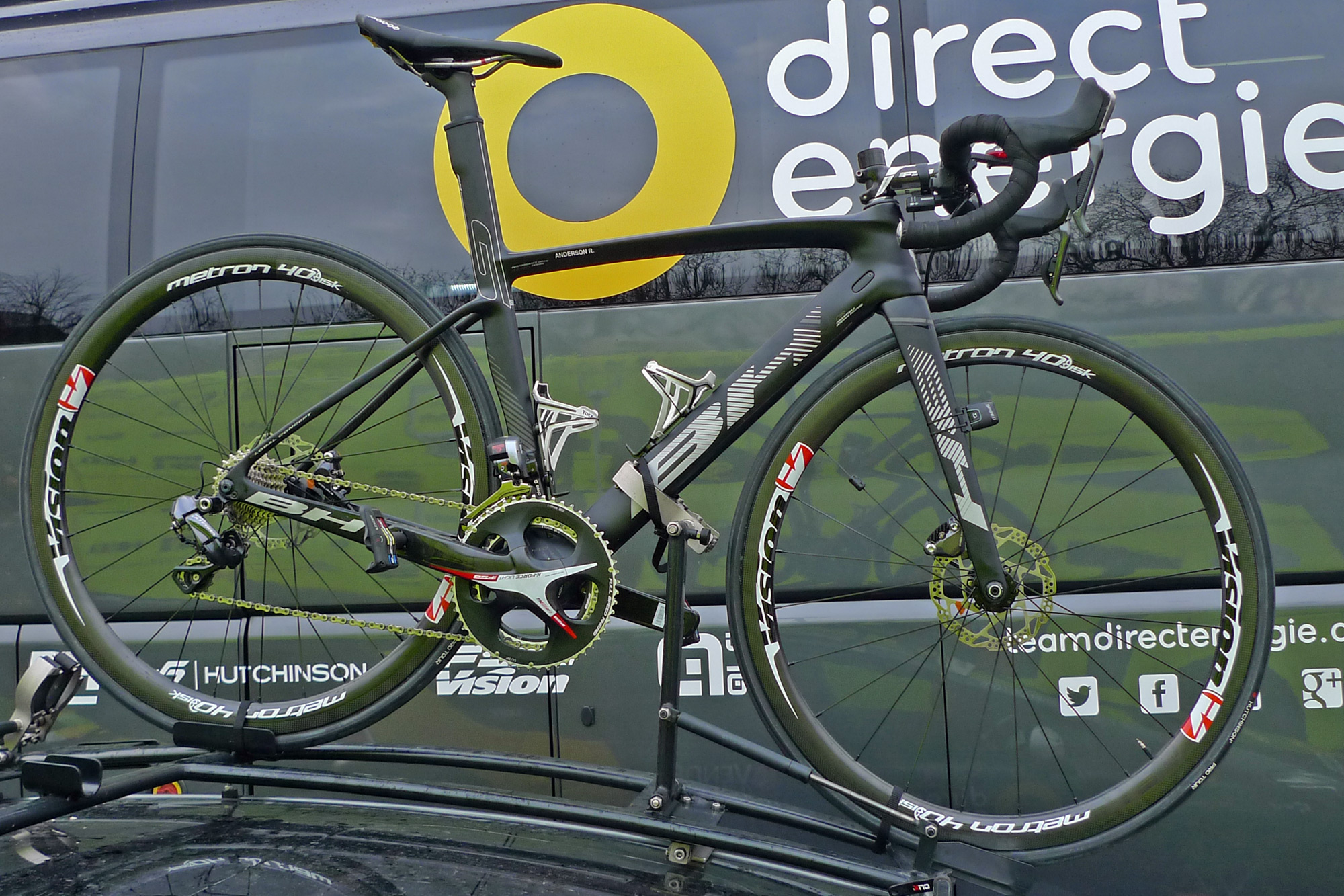 Flanders-Tech_RVV_BH-G7-Disc_disc-brake-aero-road-race-bike_Direct-Energie_Ryan-Anderson-rooftop