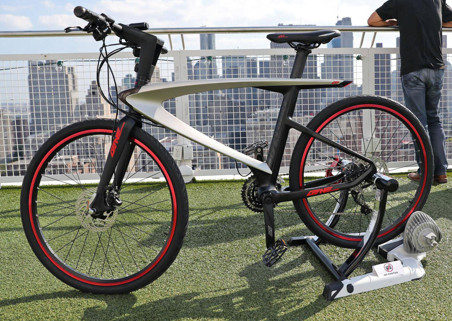 leeco_buzzard_commuter-super-bike_integrated-electronics-sensors-android-bikeos_rooftop