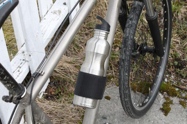 Modeo-bike-strap-steel-bottle-600x400