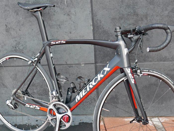 Eddy-Merckx-Cycles_EM-525_pro-continental-Sport-Vlaanderen-Baloise-team_driveside-frameset