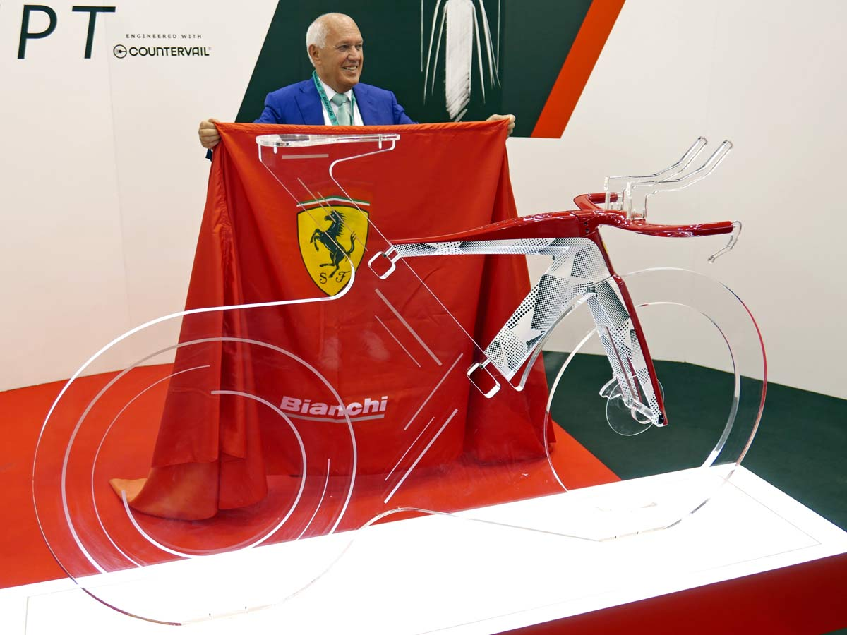 Bianchi-for-Scuderia-Ferrari-Triathlon-Concept-lightweight-carbon-premium-luxury-time-trial-tri-race-bike_unveiled