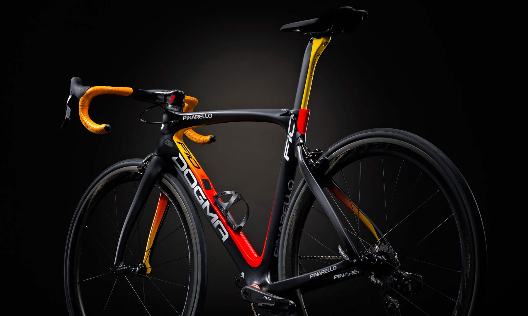2018_Pinarello-Dogma-F10_gradient-fade-carbon-road-race-bikes_Ambra-rear-end