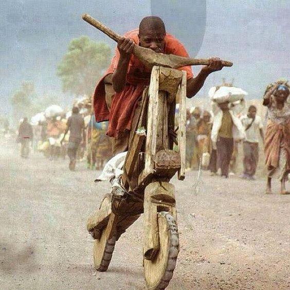 чувак на велосипеде
